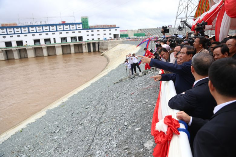 Hun Sen inspects the Lower Sesan II Dam during its inauguration yesterday in Stung Treng.
