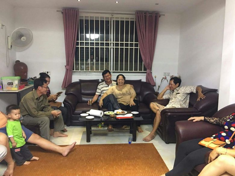 NEC official Ny Chakrya shares a happy moment with his family in Phnom Penh yesterday evening after his release from more than a year in pre-trial detention. Photo supplied