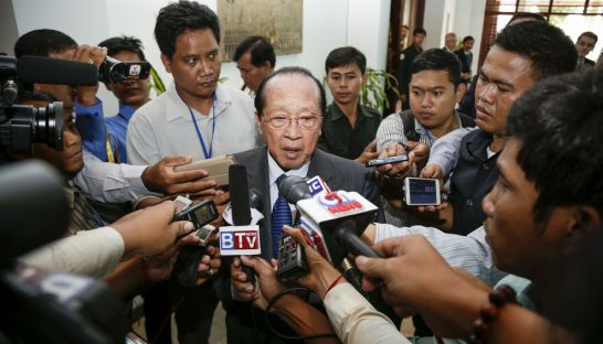 Foreign Affairs Minister Hor Namhong talks to the media in Phnom Penh yesterday after a meeting with ambassadors.