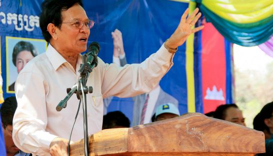 CNRP deputy president Kem Sokha speaks to supporters in Pursat province yesterday. Photo supplied