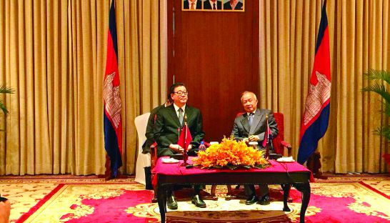 Funcinpec President Prince Norodom Ranariddh meets with Chinese delegate Wang Weiguang, later telling reporters he requested Chinese funds for his party. Fresh News