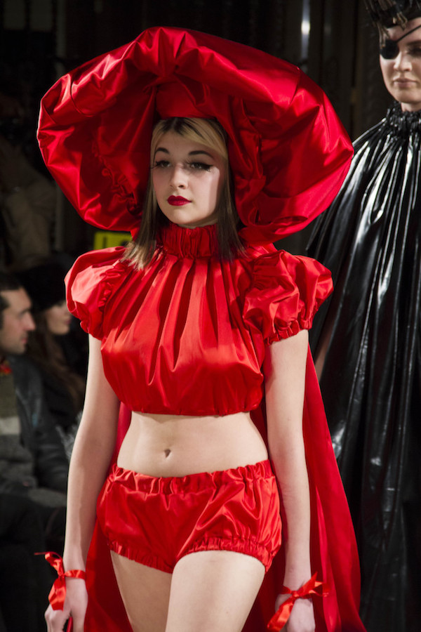 pam_hogg_autumn_winter_little_red_riding_hood_london_fashion_week_red_crown_model_london_fashion_work_aw15_autumn_winter_2015_rosemary_pitts_photography_whos_jack-683x1024