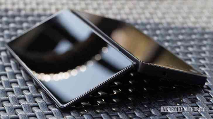ZTE Axon M Multy foldable smartphone image leak
