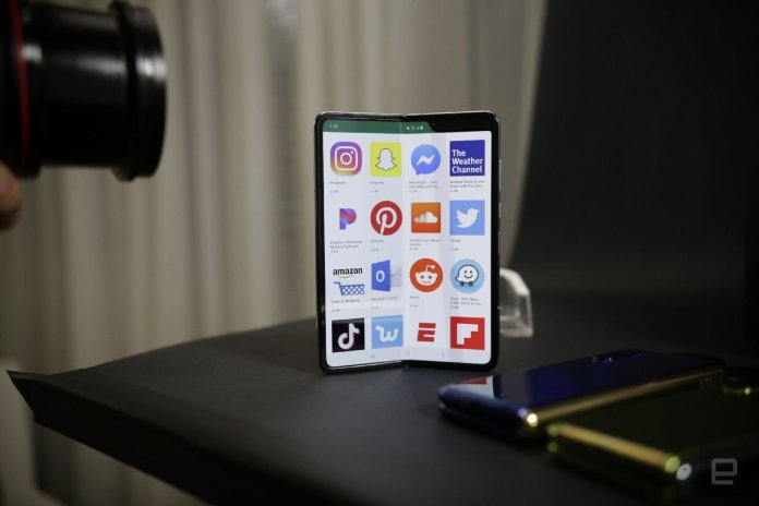 The Morning After: Cracking open the Galaxy Fold