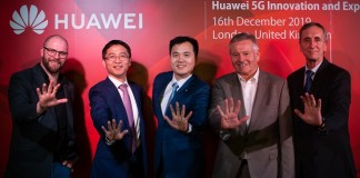 From left to right: Jamie Davies of Telecoms.com, Bob Cai, Jerry Wang, Tim Watkins and Adam Mynott of Huawei jointly open Huawei 5G Innovation & Experience Center