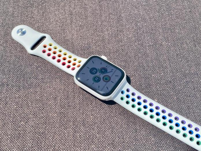 Apple Watch Nike Pride Edition Sport Band