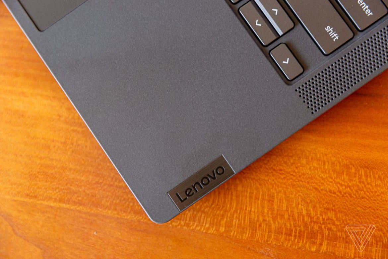 The bottom right corner of the Lenovo Flex 5 Chromebook, angled to the left.