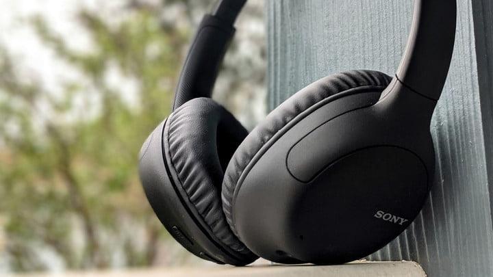 Sony WH-CH710N headphones
