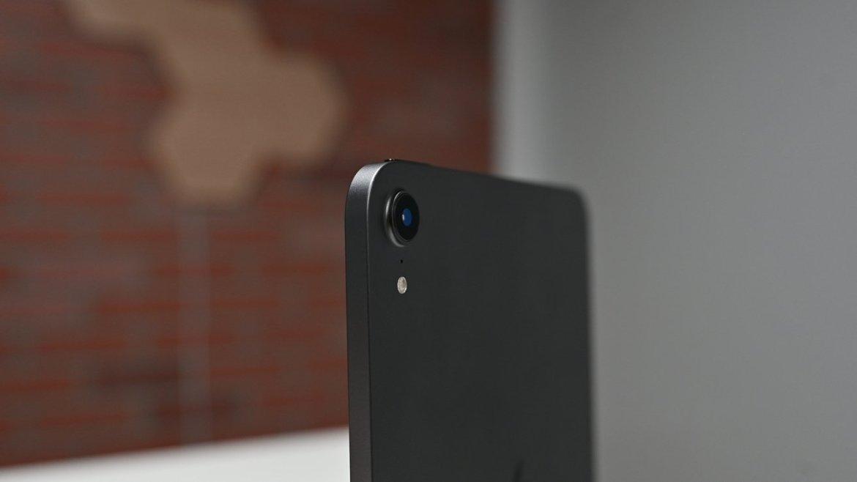 Rear camera of the Space Gray iPad mini 6