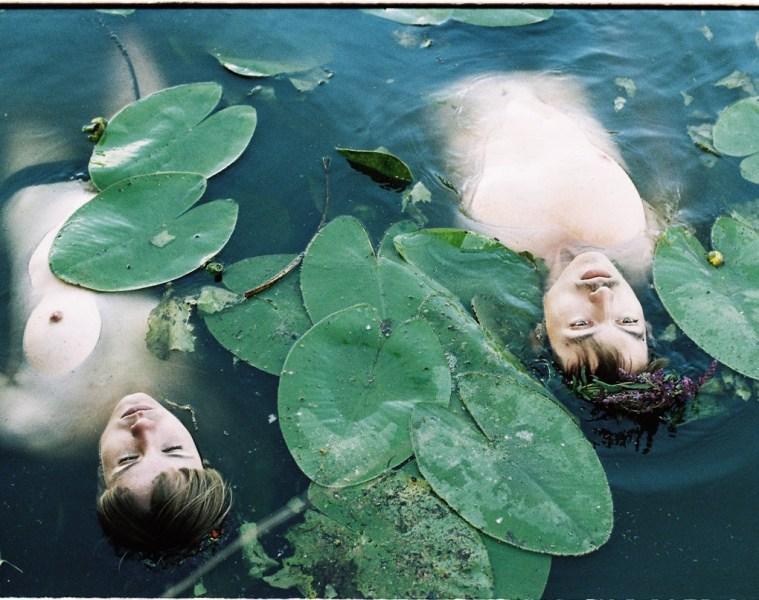 laura kovanska photography magazine online phosmag child lake czech republic