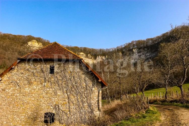 Les roches de Nans depuis le village