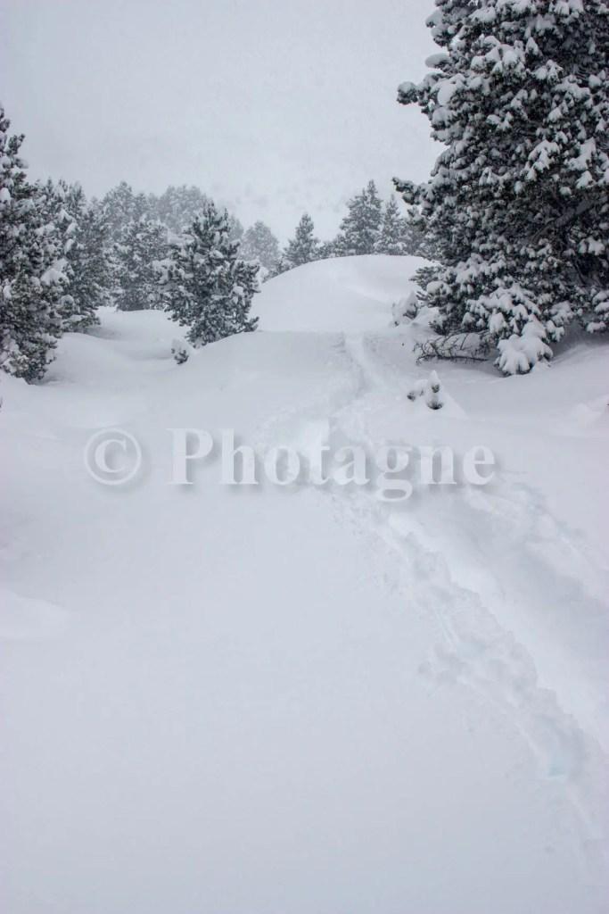 Une jolie couche de neige fraîche en descendant de la cabane de Mata Negra