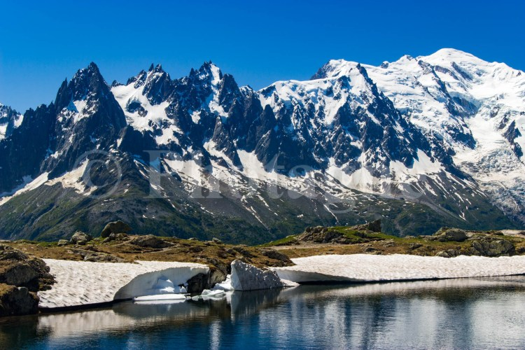 Lac des Chéserys, panorama sur l'aiguille du Midi