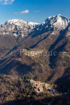 Farnocchia et Pomezzana devant le Monte Matanna