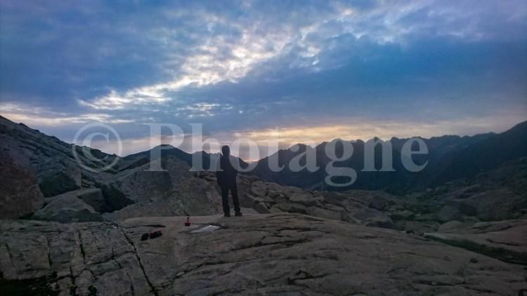 Bivouac sur du rocher, sur la Haute Randonnée Pyrénéenne...