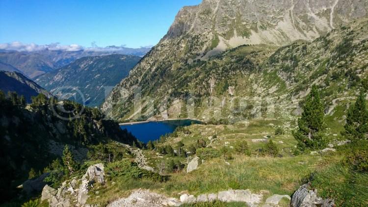 Lac et refuge de la Restanca, sur la Haute Randonnée Pyrénéenne