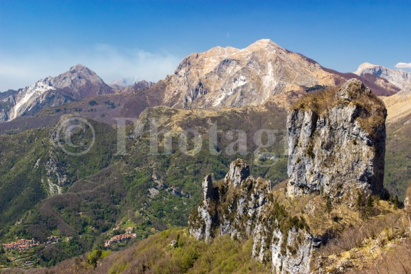 Le Monte Procinto devant le Pania della Croce