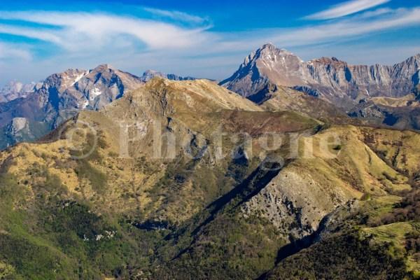 Les Apuanes depuis le Monte Prana au matin
