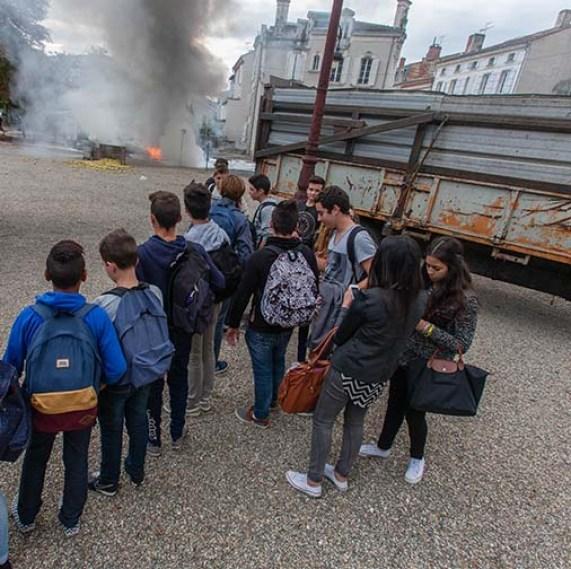 écoliers place de la préfecture   © photo Patrick Clermont