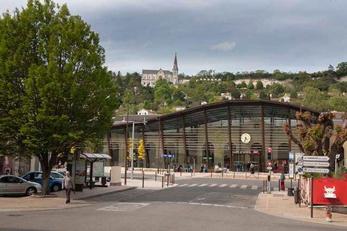 La Gare d'Agen en 2014 avec eglise de l'Hermitage  ©photo Patrick Clermont