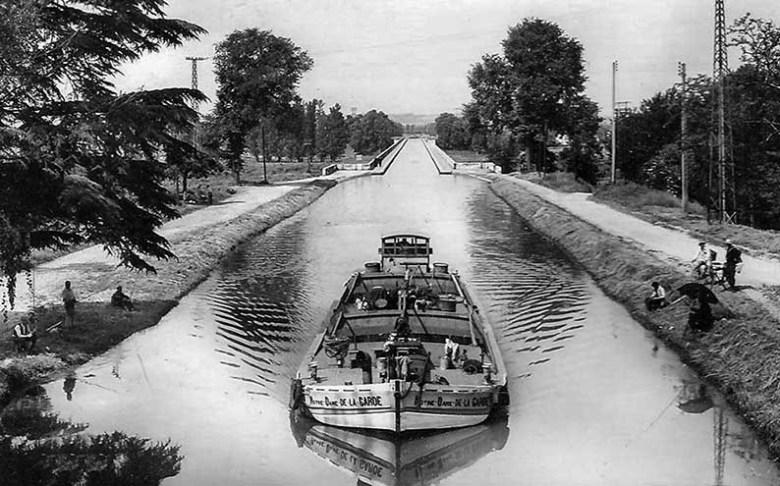 AGEN - le Pont Canal - navigation de Péniches