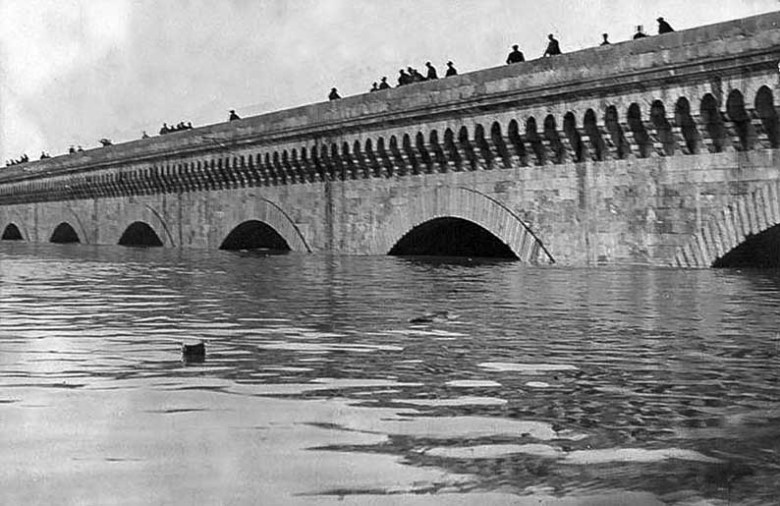 Agen Pont-Canal inondation 1930 A Balistai