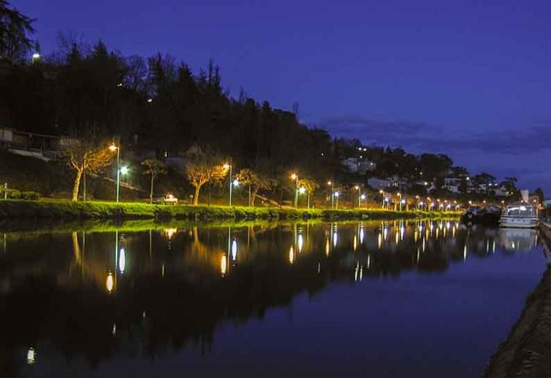 canal à Agen vue de nuit