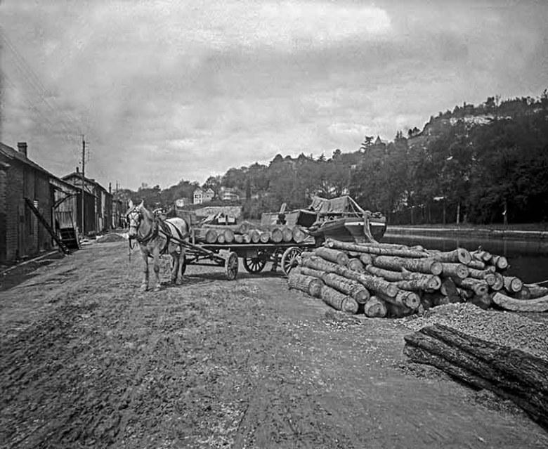 quai du canal déchargement du bois 1911