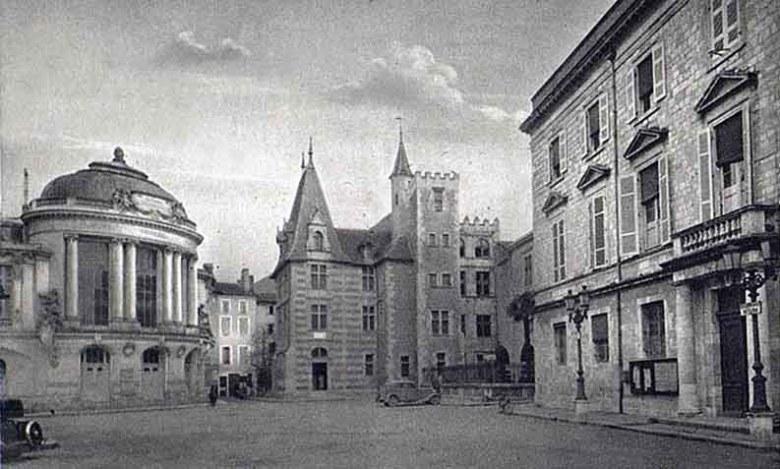AGEN La place de la Mairie en 1938