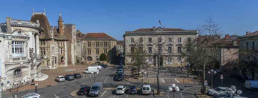 Place-de-la-mairie-Agen