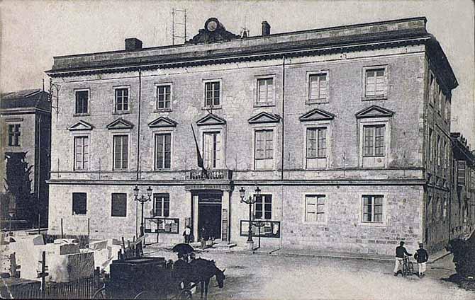 Hôtel de ville pendant la construction du théatre ducourneau en 1907
