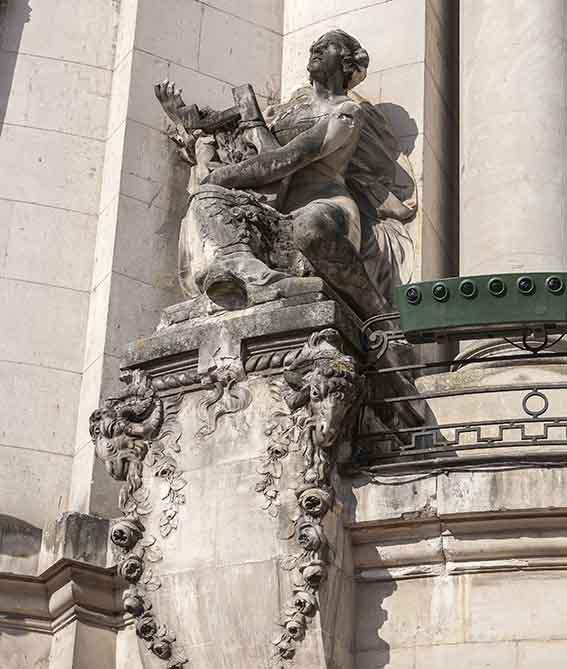 Théâtre Ducourneau la Statue de gauche La Musique