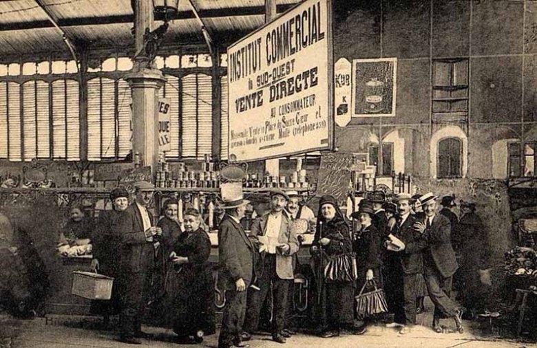 Intérieur du marché couvert en 1922