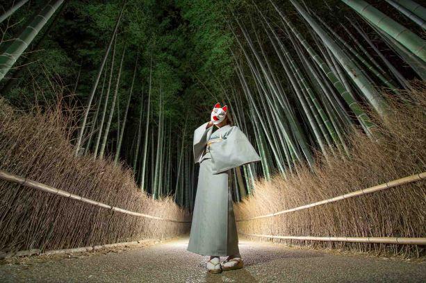 京都嵐山の竹林での夜のライティング撮影のサンプル写真2