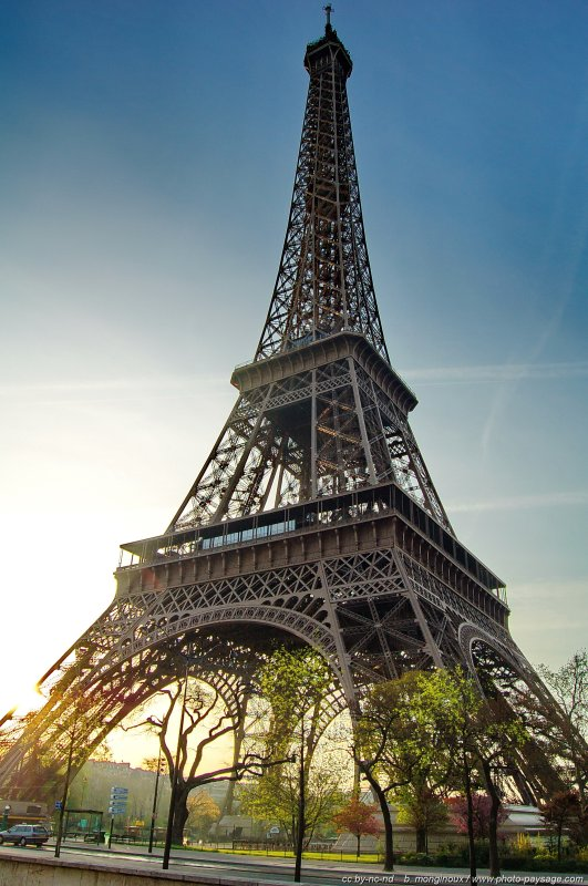 White Iphone Wallpaper Hd Tour Eiffel Cadrage Vertical De La Tour Eiffel