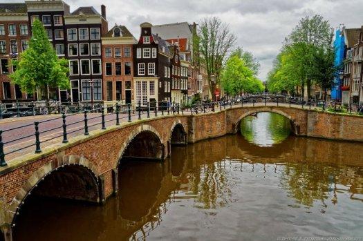 Balade le long des ponts et canaux d'Amsterdam.