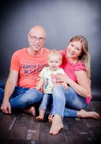 Familienfotos im Studio mit Datei und nach Wunsch mit Papierbildern, Familienfotos