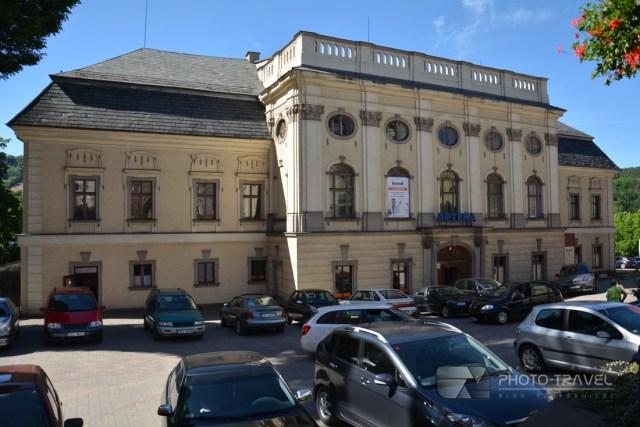 Zamek Stillfriedów przy Rynku w Nowej Rudzie - atrakcje i zabytki Nowej Rudy. Co zwiedzić w Nowej Rudzie. Dolny Śląsk na weekend.