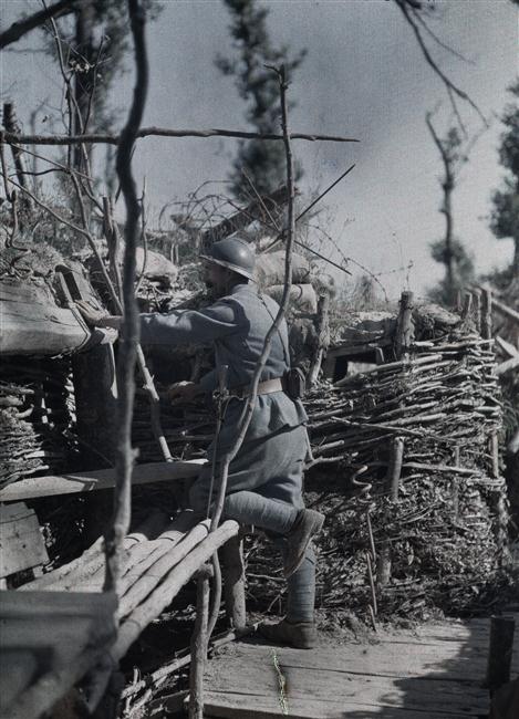 Castelnau Paul (1880-1944).Tranchée de première ligne, observateur : travail de soutènement des tranchées