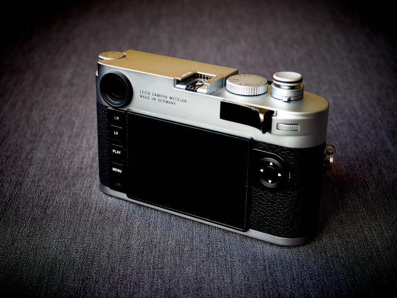 Leica M10 hinten schräg