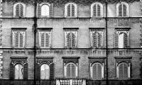 15 Fenster und 1 Balkon (sw) - PHOTOGALERIE WIESBADEN - im süden - fenster und türen