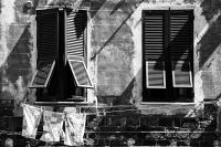 2 Fenster (sw) - PHOTOGALERIE WIESBADEN - im süden - fenster und türen