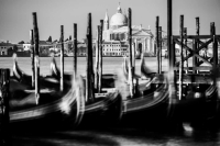 gondeln 1<br> <br>v : e : n : e : z : i : a<br>limitierte edition<br>© PHOTOGALERIE WIESBADEN