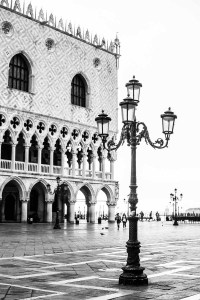 palazzo del duomo 1<br> <br>v : e : n : e : z : i : a<br>limitierte edition<br>© PHOTOGALERIE WIESBADEN