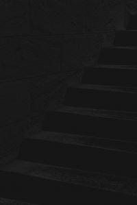 treppenstufen - PHOTOGALERIE WIESBADEN - dunkel-schwarz