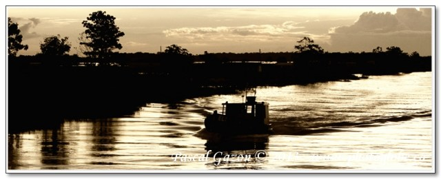 MG_2060-contre-jour-boat_940x360