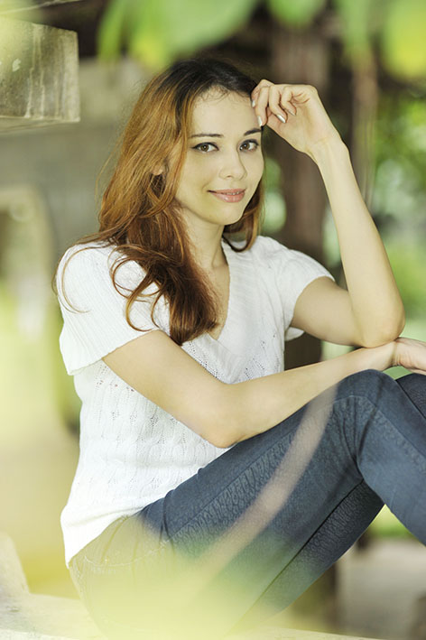 beautiful young lady photo