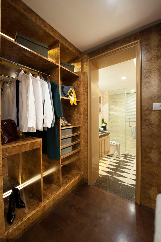 architectural-photographer-scarborough-closet-and-bathroom