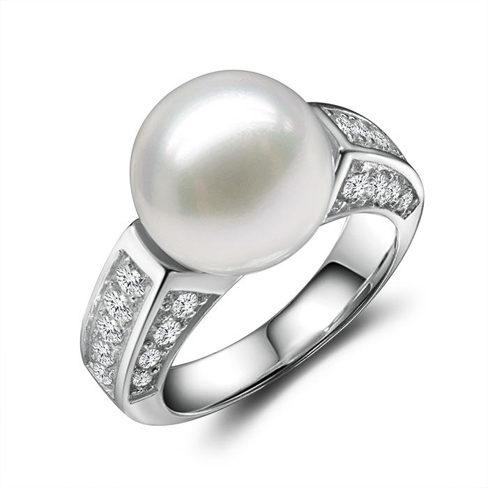 Toronto gem photographer pearl diamond ring