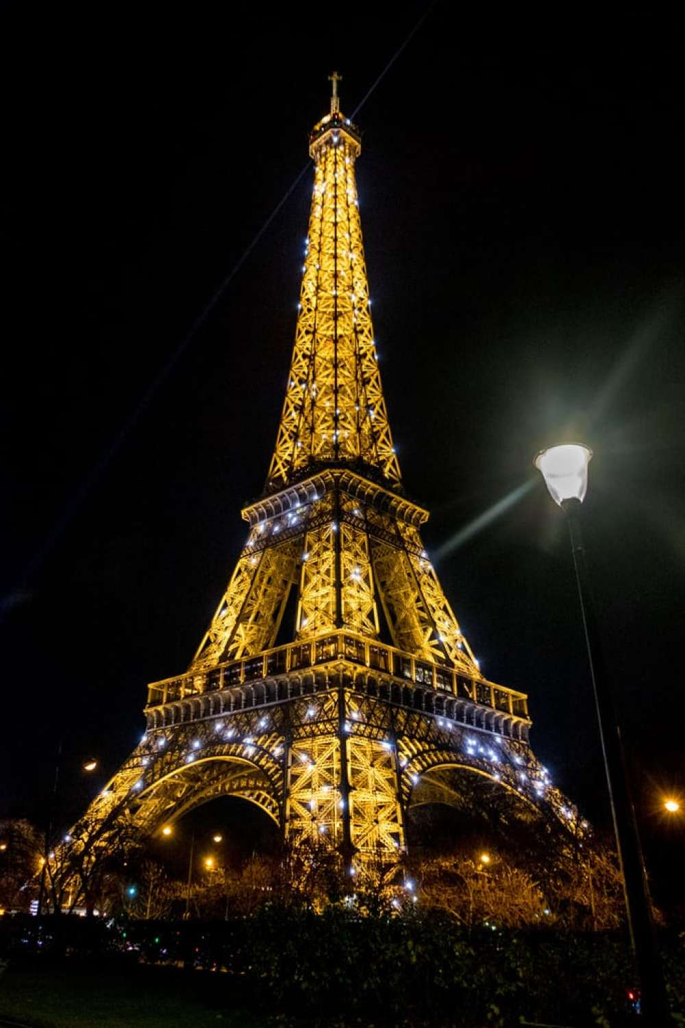 sparkling lights at eiffel tower